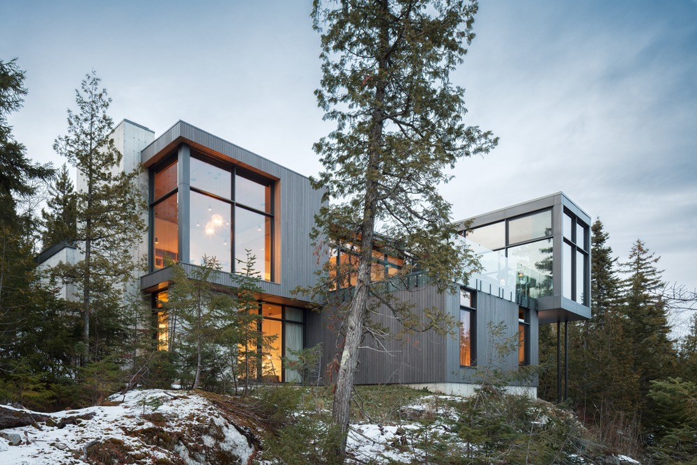 Long Horizontals Petite-Rivière-Saint-François, Canada by Thellend Fortin Architects