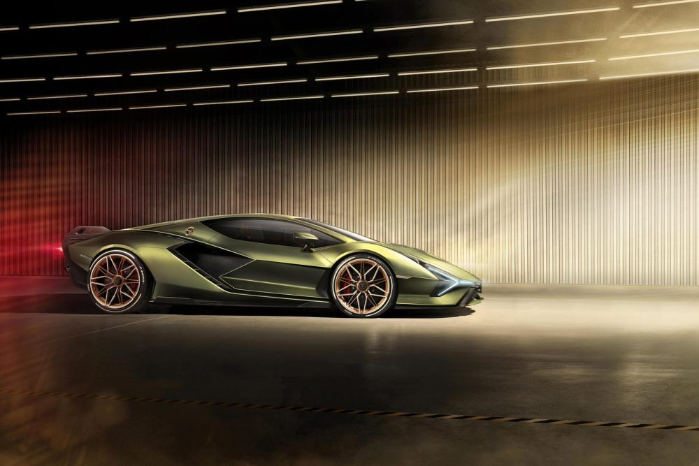 Lamborghini Sián FKP 37: the first supercapacitor-based hybrid V12