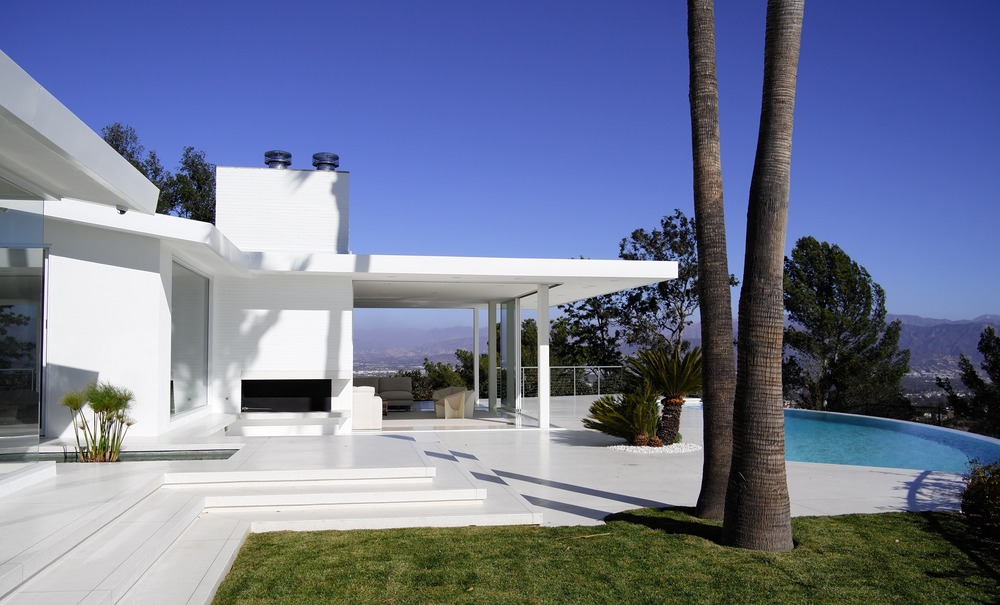 Residence Overlooking Mulholland Drive, Los Angeles by Heusch Inc.