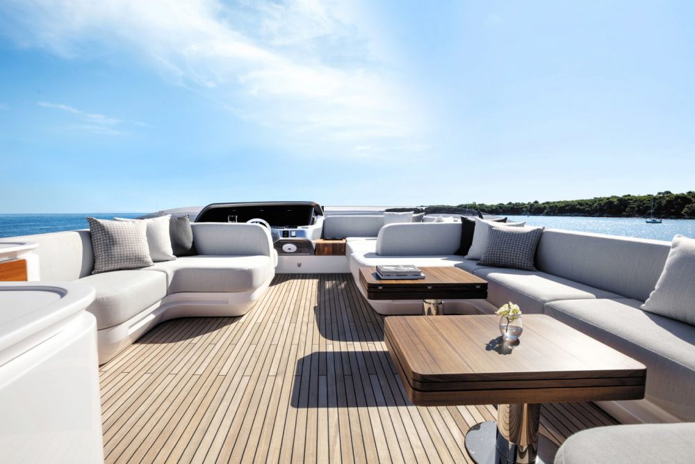 Azimut Yachts S10, the sports collection flagship by designer Alberto Mancini