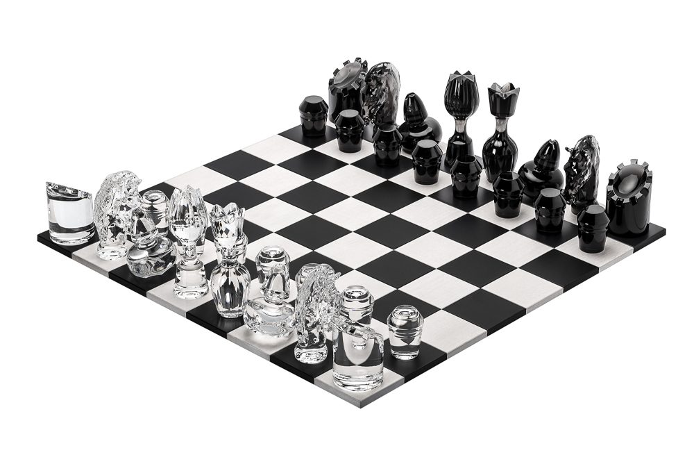 Saint-Louis classic chess game, a luxurious chess board