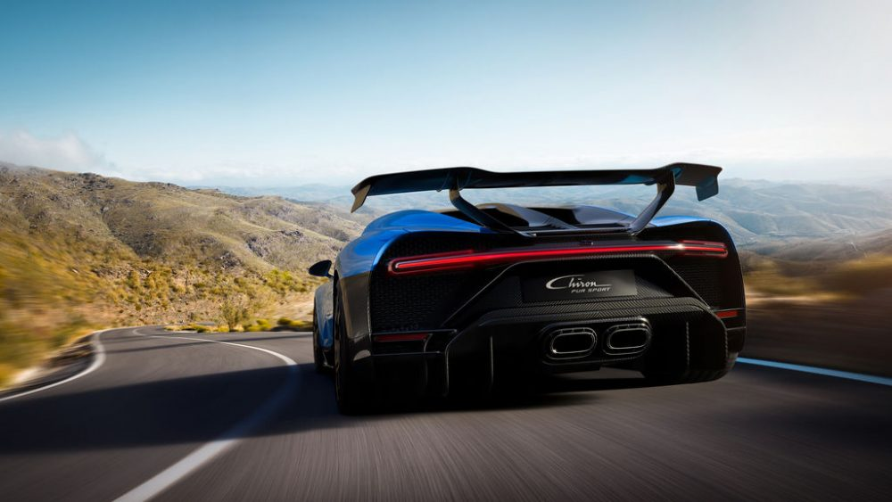 Bugatti Chiron Pur Sport, fast in corners, voracious on country roads